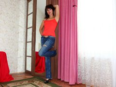 Avalanche - female with black hair webcam at LiveJasmin