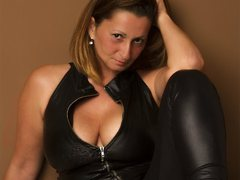 BadMum - female with brown hair and  big tits webcam at LiveJasmin