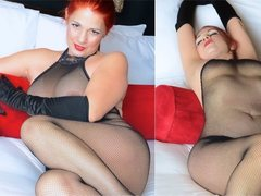 Badgurlnvegas - female with red hair and  big tits webcam at ImLive