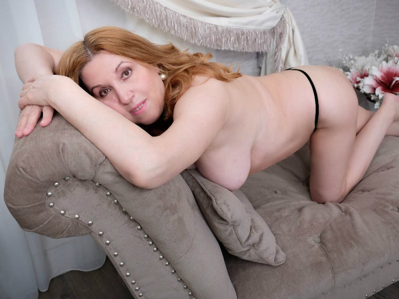mature blonde live chat room