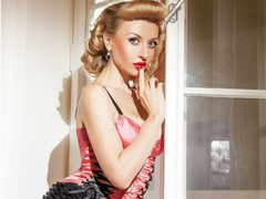 eTemptress - blond female webcam at ImLive