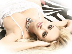 GloriaTranny - blond shemale webcam at xLoveCam