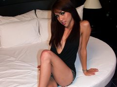 ImSexyThai - shemale with black hair webcam at ImLive