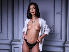 IrisJenner - female with brown hair webcam at LiveJasmin
