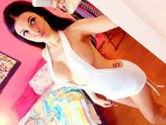 JUGGYLICIOUS - female with black hair and  big tits webcam at ImLive