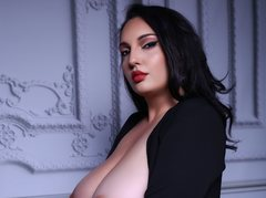 JudithCombs - female with brown hair and  big tits webcam at LiveJasmin