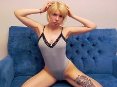 KellyHale - blond female with  small tits webcam at ImLive