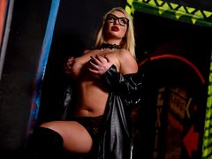 MarilynDoll - blond female with  big tits webcam at ImLive