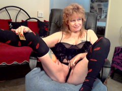 OneHotCougar - female with red hair and  big tits webcam at ImLive