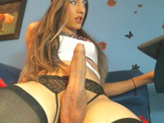 solangeUSA - shemale with brown hair and  small tits webcam at ImLive