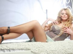HotTitsSquirtPussy - blond female with  big tits webcam at xLoveCam