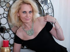 SuzzySun - blond female with  big tits webcam at ImLive