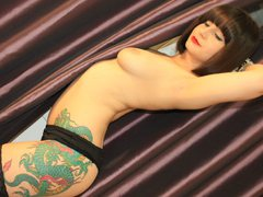 UrCuteSarah - female with brown hair webcam at ImLive