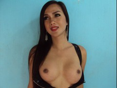 XWildFoxy69X - shemale with black hair and  big tits webcam at LiveJasmin