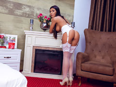 AlexaDelices - female with brown hair and  big tits webcam at LiveJasmin