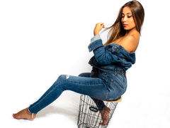 AlexaVault - female with brown hair webcam at LiveJasmin