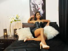 AmandaVersace - shemale with brown hair webcam at LiveJasmin