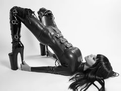 Anisyia - female with black hair webcam at LiveJasmin
