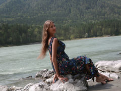 BustyAnabelle - female with brown hair and  big tits webcam at LiveJasmin