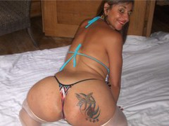 bigassmoon - female with black hair webcam at LiveJasmin