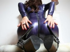 BustyEmily - female with brown hair and  big tits webcam at LiveJasmin
