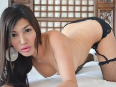 cielita143 - shemale with black hair webcam at LiveJasmin