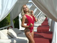 CleoFrozenCute - blond female webcam at LiveJasmin