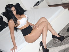 DeeaAnderson - female with black hair and  big tits webcam at LiveJasmin