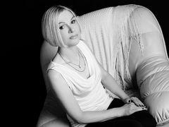 EmporioDiamond - blond female webcam at LiveJasmin