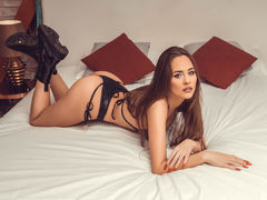 EvelynMills - female with brown hair and  big tits webcam at LiveJasmin