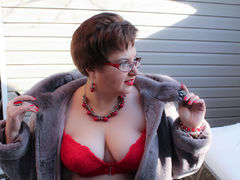 GlowingWoman - female with brown hair and  big tits webcam at ImLive