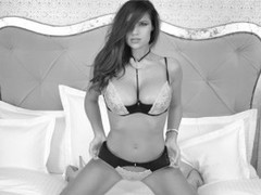 HotDiva19 - female with brown hair and  big tits webcam at LiveJasmin