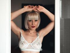 JessieBond - blond female with  big tits webcam at LiveJasmin