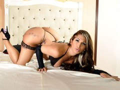 joanneeyes - blond shemale webcam at LiveJasmin