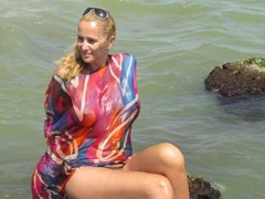 julyblondy - blond female webcam at LiveJasmin
