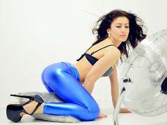 KarinASS - female with brown hair webcam at LiveJasmin