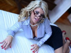 LadyGString - blond female with  big tits webcam at LiveJasmin