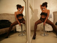 lovelycelia1 - female with brown hair webcam at LiveJasmin