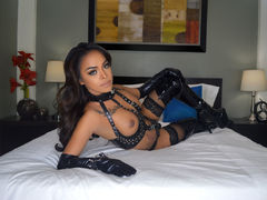 MajesticTYRA - shemale with black hair webcam at LiveJasmin