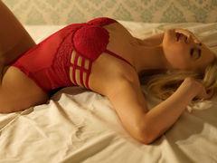 MayaChrystine - blond female webcam at xLoveCam