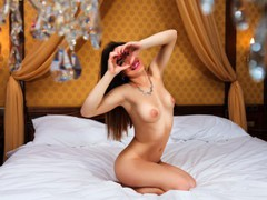 maria808692 - female with brown hair webcam at LiveJasmin