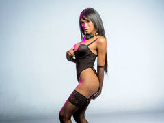 MELTEDcaramel - shemale with black hair and  small tits webcam at LiveJasmin