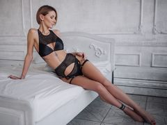 MoniqueHot - female with brown hair webcam at LiveJasmin