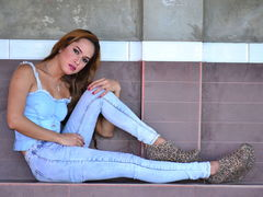 NathalieHEART - shemale with brown hair webcam at LiveJasmin