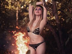 QUEEN0fCUMS - shemale with black hair and  big tits webcam at LiveJasmin
