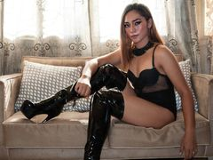 QueenNatalieFox - shemale with black hair webcam at LiveJasmin