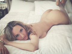 Shampane - blond female with  big tits webcam at LiveJasmin