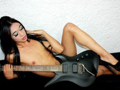 VALERIITS - shemale with black hair webcam at ImLive