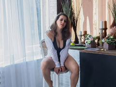 MiraHoBaby - female with brown hair webcam at ImLive
