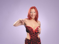 xxCorixx - female with red hair and  big tits webcam at LiveJasmin